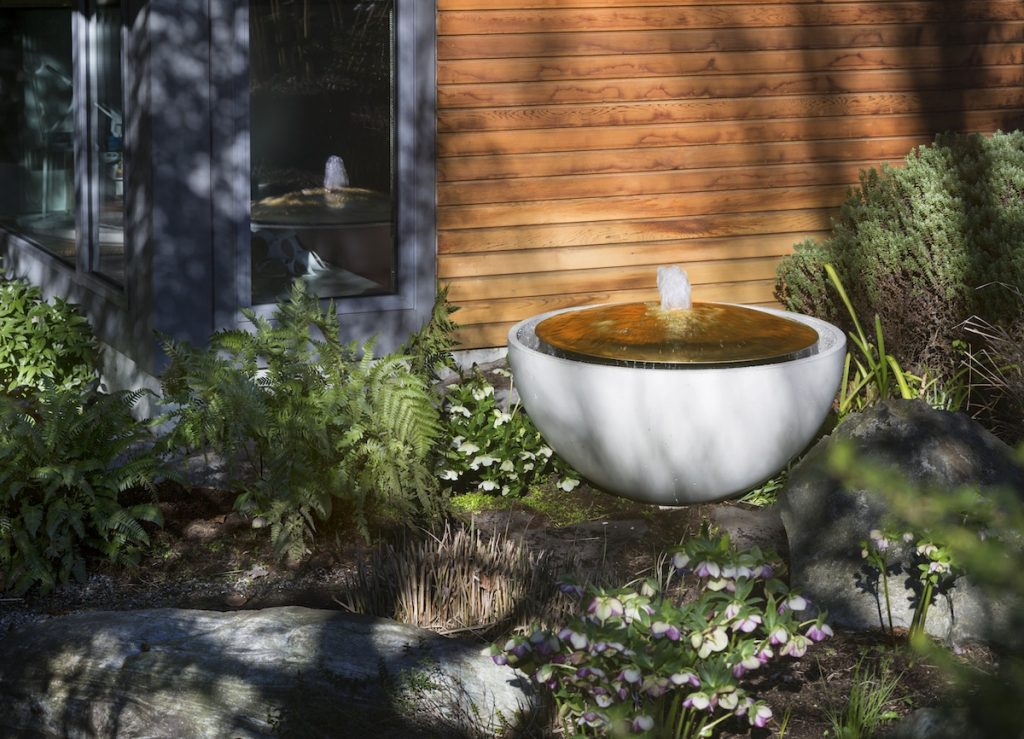 Solus Water bowl brass dome